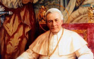 El Papa reza ante el altar de San Pío X 1