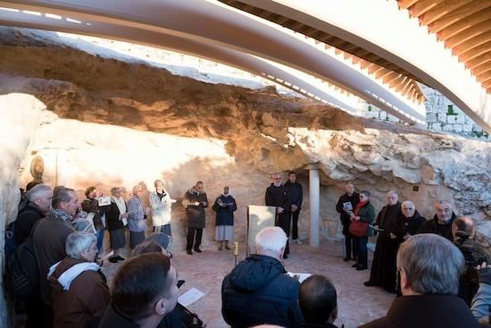 Una nueva cubierta en la gruta del Eremitorio de Getsemaní la embellece y facilita la oración bajo el sol 2