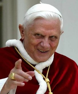 Entrevista a Benedicto XVI sobre Juan Pablo II. Su coraje, santidad y desafíos. 2