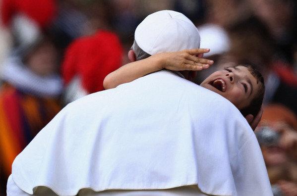 Muchedumbres escuchan al Papa Francisco hablar de áridos desiertos personales 1