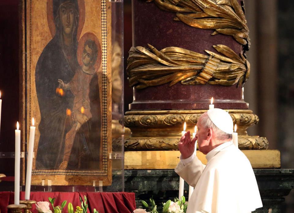 """""""La Virgen es la mamá que nos ayuda a crecer, a afrontar la vida, a ser libres"""" Papa Francisco 2"""