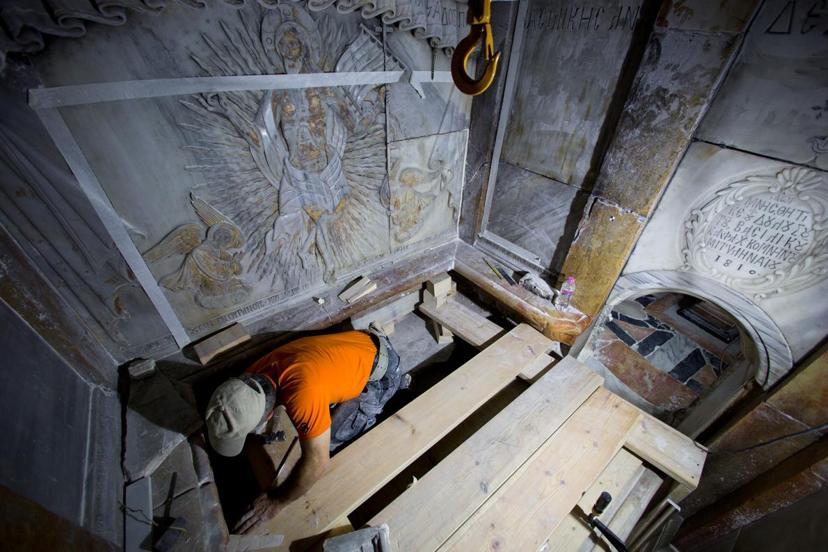 Las obras de restauración de la tumba de Jesús en Jerusalén revelan severos daños 1
