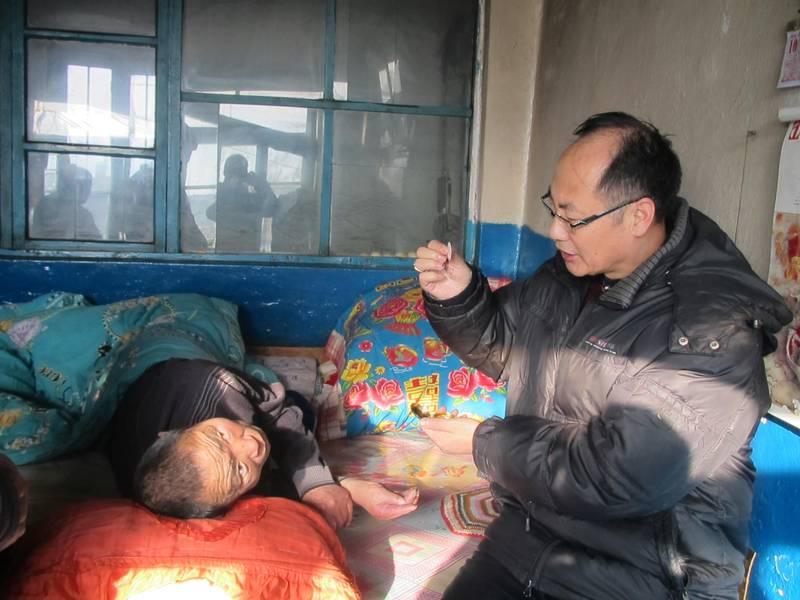 China; dos sacerdotes católicos detenidos por la policía durante una misa 1