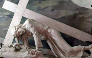 La Cruz sigue siendo el centro del mensaje cristiano - Benedicto XVI 5