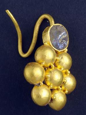 Descubren en Israel 140 monedas y joyas del siglo II - 1