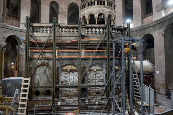 Las obras de restauración de la tumba de Jesús en Jerusalén revelan severos daños 2