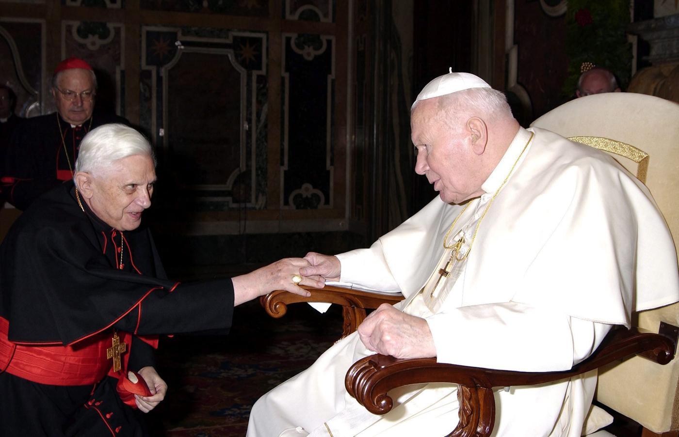 juan pablo II Benedicto XVI_efe primeros cristianos cristianismo primitivo.jpg