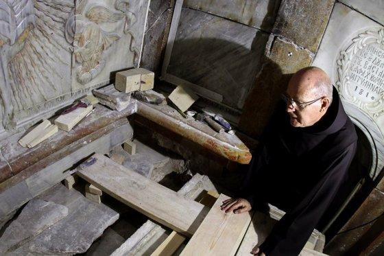La Tumba de Jesús es abierta por primera vez desde hace dos siglos - Santo Sepulcro, Jerusalén 2