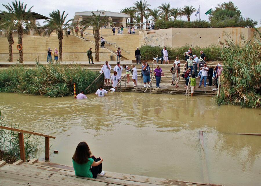 Tierra Santa: La emoción de renovar el bautismo en el río Jordán 1