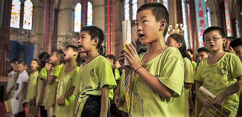 Prohíben en China que los niños puedan asistir a misa 1