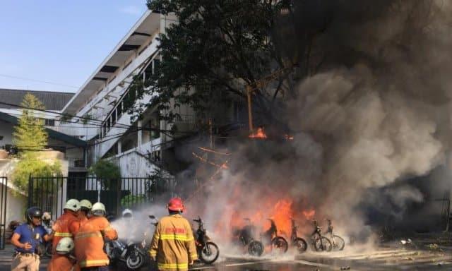 """Indonesia - Atentados en tres iglesias, el párroco católico: """"Perdonamos a los terroristas"""" 1"""
