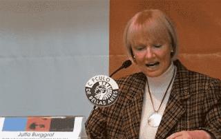 """""""Un cristiano se convierte en un testigo creíble cuando vive su fe con alegría"""" - Jutta Burggraf 1"""