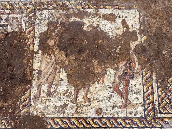 Cesarea - Descubren un mosaico romano de dos mil años 1