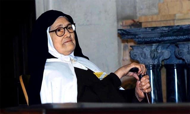 7 razones de Sor Lucía, una de las videntes de Fátima, para rezar el Rosario todos los días 1