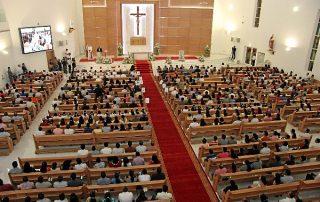 Miles de personas acuden a las Misas en las iglesias de Emiratos Árabes Unidos 10