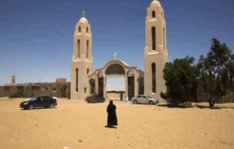 Cristianos y musulmanes en peregrinación al monasterio de Smalut 1