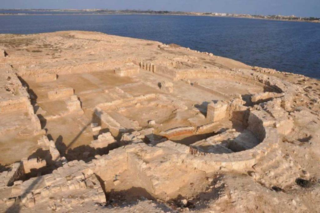 Arqueólogos descubren ruinas de iglesia cristiana primitiva en Egipto 1