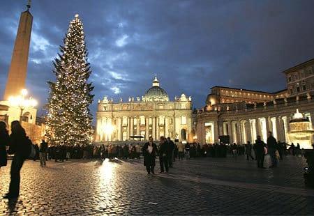 La Navidad llega al Vaticano con el pesebre y el árbol de la plaza de San Pedro 1