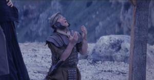 Longinos traspasó con su lanza a Jesús en la cruz - Soldado romano 2