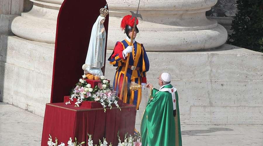 Con esta oración el Papa consagró el mundo a la protección de la Virgen de Fátima 1