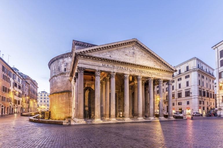 Descubren ante el Panteón de Roma pavimento de una plaza de época imperial 1