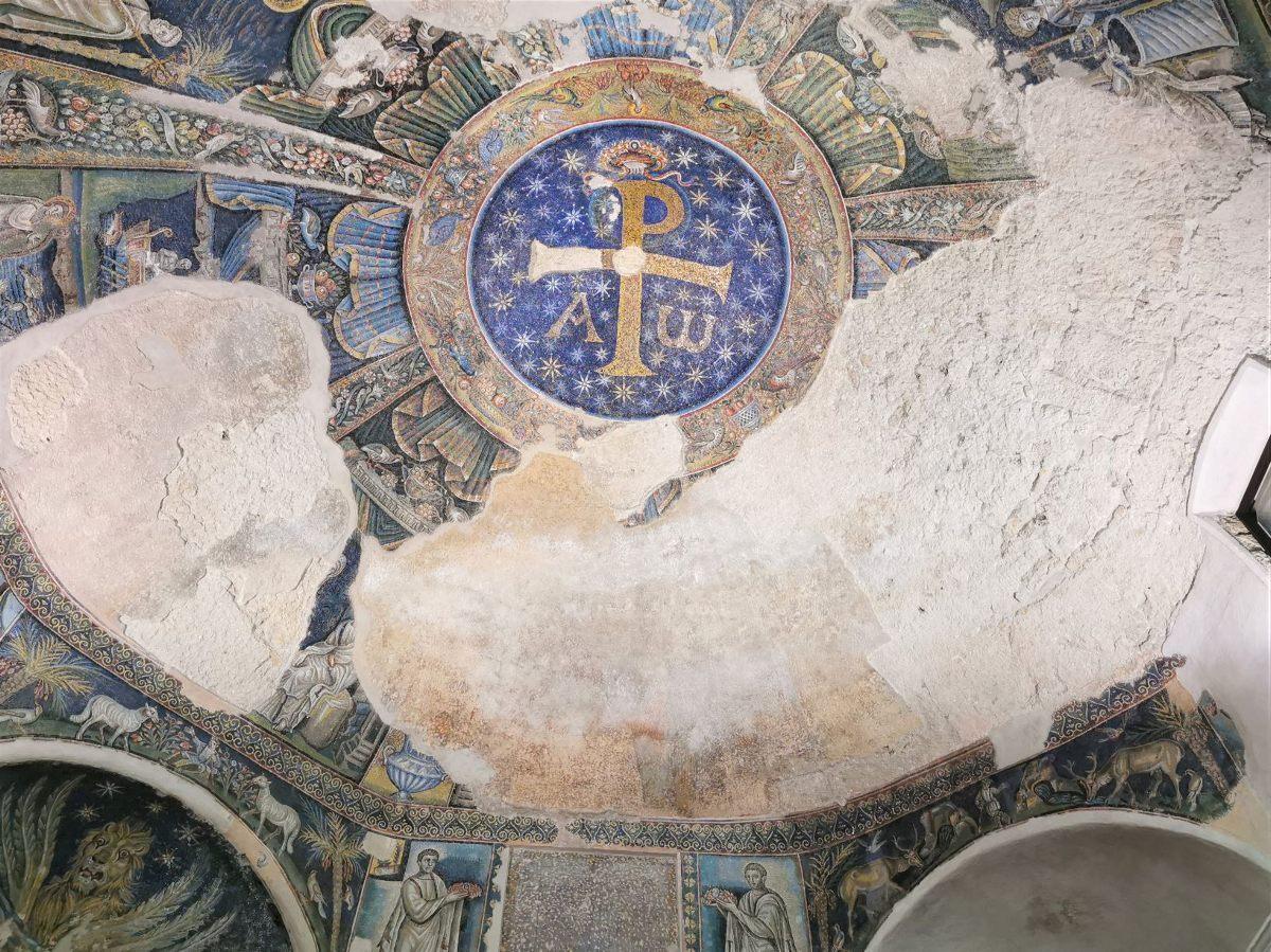 El primer baptisterio de Occidente 4