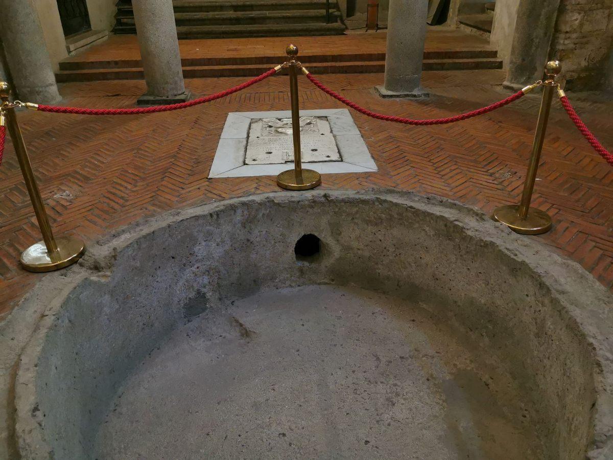 El primer baptisterio de Occidente 1
