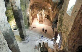 La impresionante iglesia subterránea de Aubeterre-sur-Dronne, cuyo origen pudo ser un templo a Mitra 1