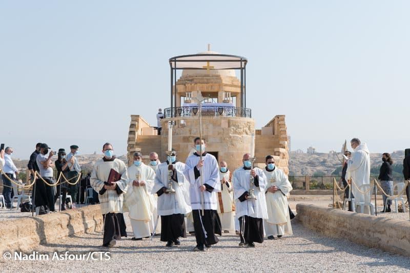 """""""De campo de minas a lugar de oración"""" - celebración del bautismo de Jesús en el Jordán 1"""