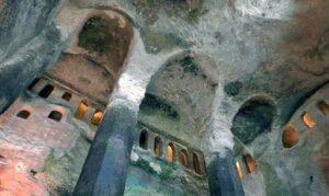 La impresionante iglesia subterránea de Aubeterre-sur-Dronne, cuyo origen pudo ser un templo a Mitra 2