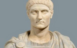 ¿Cómo favoreció Constantino a los cristianos hasta asentarlos socialmente dentro del Imperio? 4