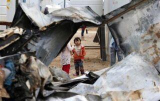 Refugiados de Siria que escaparon de la guerra sobreviven entre duras condiciones 3
