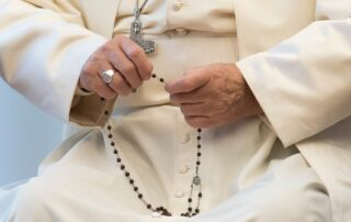 El Papa impulsa el rezo del Rosario diario durante el mes de mayo 6