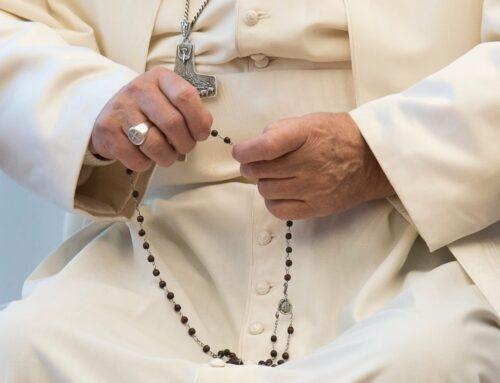 El Papa impulsa el rezo del Rosario diario durante el mes de mayo