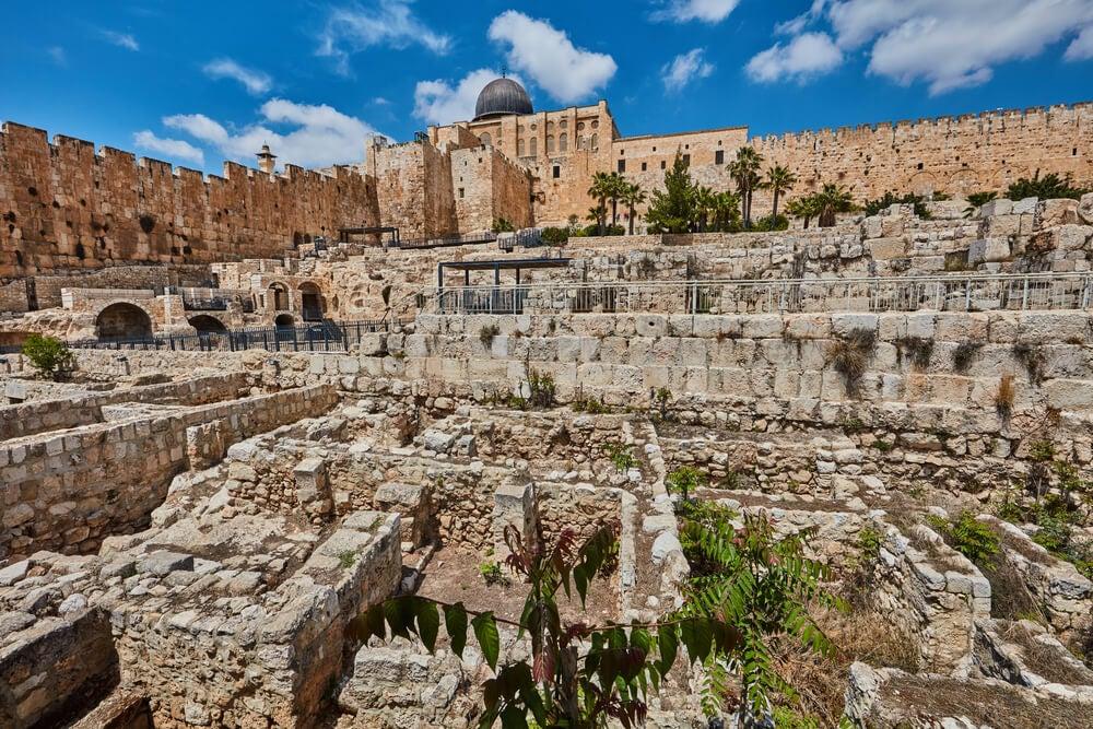Descubiertas las antiguas murallas de Jerusalén que destruyeron los babilonios el día de Tisha B'Av de 586 a.C. 1